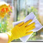 enlever les traces de graisse sur les vitres