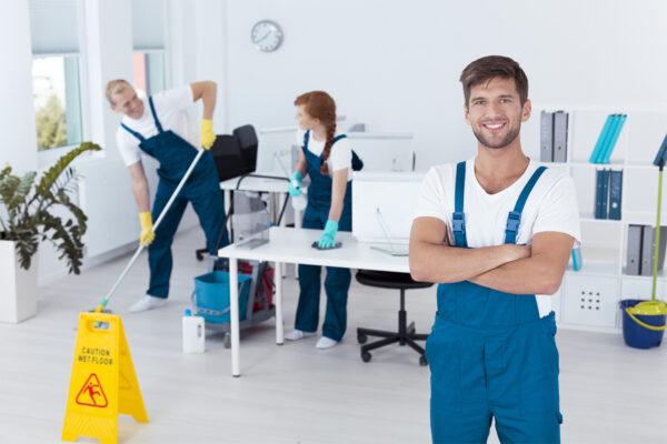 Confier ses travaux de nettoyage à des professionnels : les avantages à découvrir